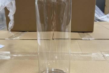 Bouteille plastique transparentevavec pompe